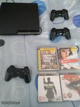 PS3 Slim 500GB + 3 Comandos + 4 Jogos (Como Nova)