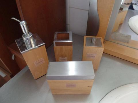 Acessórios em madeira para wc