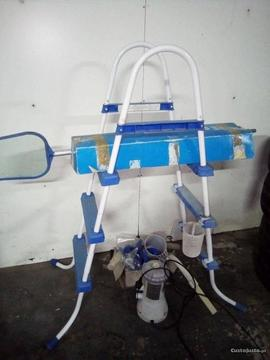 escada , bomba e acessórios de piscina intex