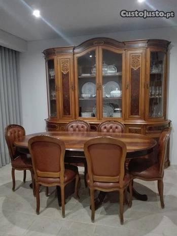 Sala de jantar - Mesa com cadeiras + Aparador com