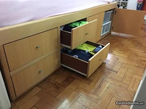 Cama com arrumação e colchão incluído