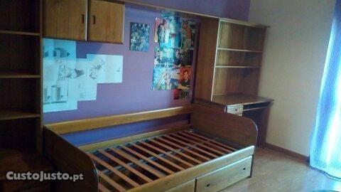 Estúdio cama com 2 gavetões e secretária