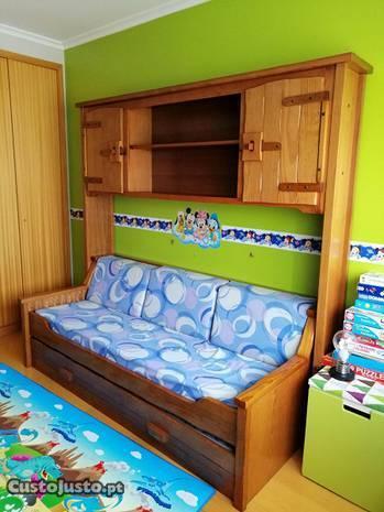 Estúdio com 2 camas e secretária madeira maciça