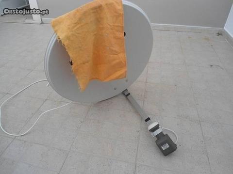 Antena Parabólica para serviço satélite