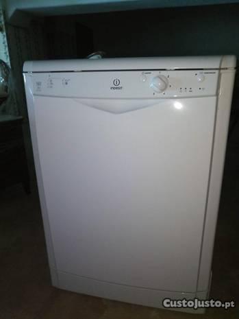 Maquina Lavar Louça Indesit