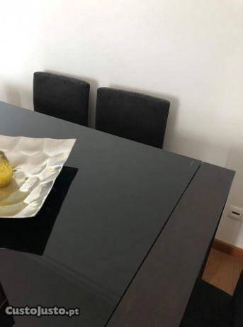 Mesa de refeições moderna (e cadeiras)