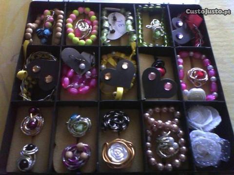 Bijuterias - pulseiras ,anéis ,brincos