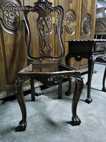 Vários móveis antigos