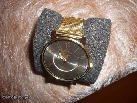 Relógio Dourado Senhora Elegante Muito Barato